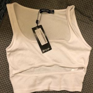 Cropped ribbed tank top wirh cut out